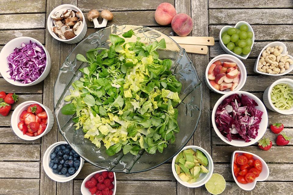 Chcesz schudnąć bez uczucia głodu? Sięgaj po te produkty