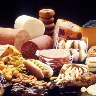 Dieta niskotłuszczowa czy niskowęglowodanowa? Co wybrać?