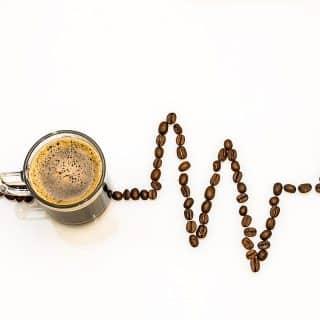 Naturalne pobudzenie jest bezpieczniejsze niż korzystanie z używek. Wielu z nas nie wyobraża sobie poranka bez filiżanki gorącej kawy.