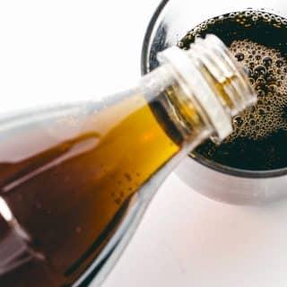 Słodzone napoje gazowane – jak szkodzą Twojemu zdrowiu?