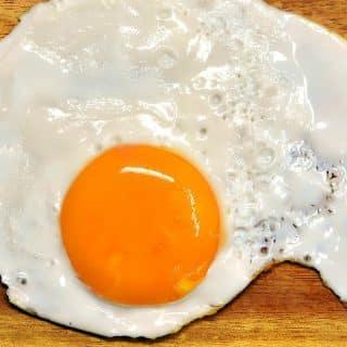 Jajka – trzeba ograniczyć ich spożycie, czy wręcz przeciwnie?